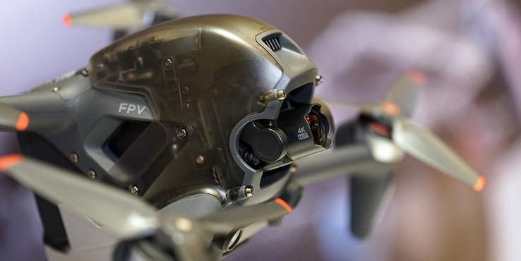大疆 DJI FPV:戴上头显玩无人机感觉怎么样?