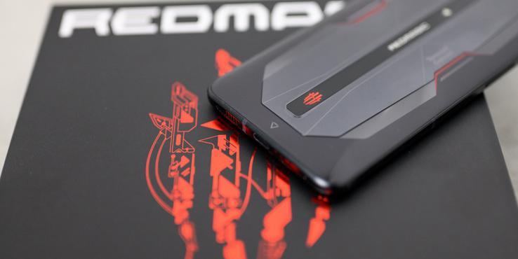 红魔6Pro上手:165Hz刷新率的大屏游戏手机