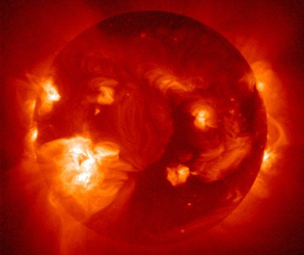 由日冕洞高速流所导致的太阳风增强预计将使地磁反应也逐渐增强,并产生壮丽的极光。