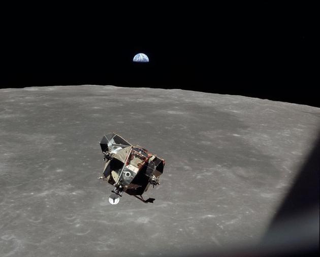 驾驶登月舱返回轨道与指挥舱会合是阿波罗11号任务中最危险的目标之一,如果发生差错,两位宇航员将不得不留在月球上,在那里自生自灭