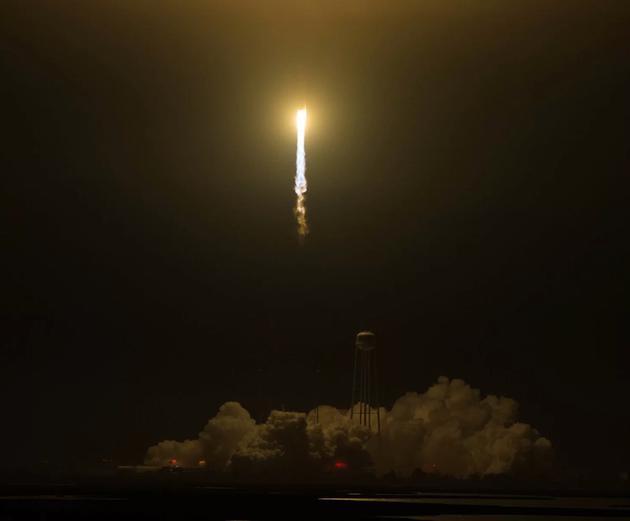 """腾空而起的""""心宿二""""火箭"""