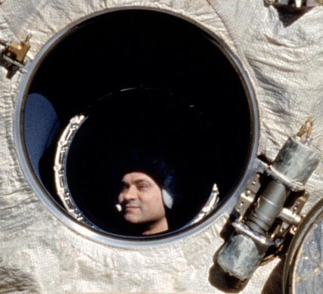 俄罗斯宇航员瓦列里·波利亚科夫保持着最长的太空飞行记录,他在太空中度过了438天,于1995年3月22日返回地球