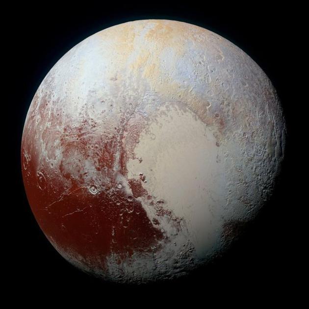 """冥王星,2015年7月""""新视野号""""成为第一艘飞越这颗遥远星球的人类飞船"""