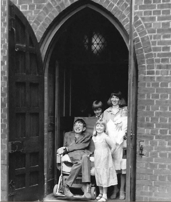 霍金与三个孩子