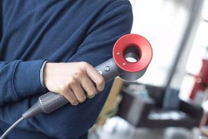 戴森发布新一代吹风机:居然还有这么多玩法(视频)