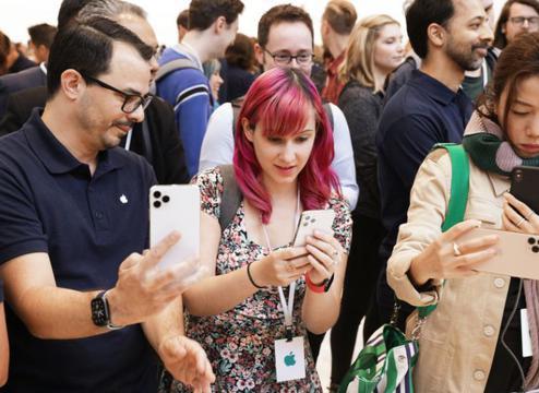 李楠称iPhone 12之前的5G手机都是小白鼠