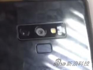 指纹识别装置会在镜头下方,而不是之前的镜头边