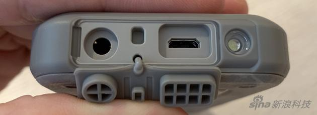 采用microUSB接口充电