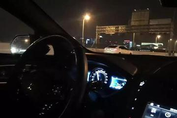 坐上无人车在黑夜的中国高速上