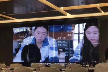 人在坐,AI在看