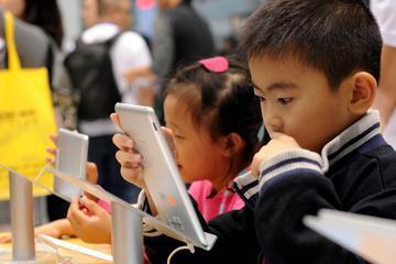 网的陷阱:中国少年如何从手机沉迷中摆脱出来