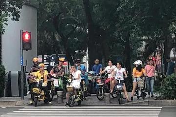 """共享单车频涨价:月卡、公交和""""11路""""你选哪个?"""