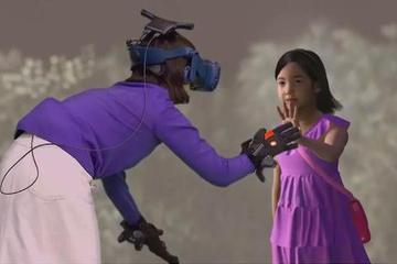 在虚拟现实里,复活女儿的母亲