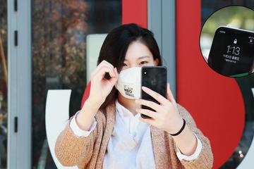 用一张白纸骗过FaceID 外国网友直接把脸印在口罩上