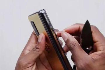 毒枭大哥在线耍猴:白菜价折叠屏手机刷爆外网