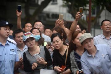 """中国家长为何越来越不""""待见""""互联网?"""