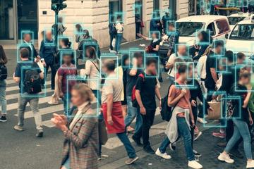 """新技术变成""""危险武器"""" 谁在滥用人脸识别?"""