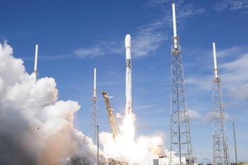 马斯克与贝索斯:世界上最有钱的两人展开太空大战
