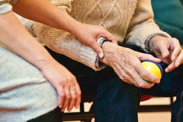 互联网老年社区:大众有多忽视 平台就有多野