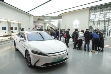 """华为或于7月卖车 手机销量打三折""""鸿蒙""""家电补位"""