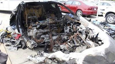 佛罗里达州一辆Model S高速行驶后撞墙起火,导致车内的3名青少年2死1伤