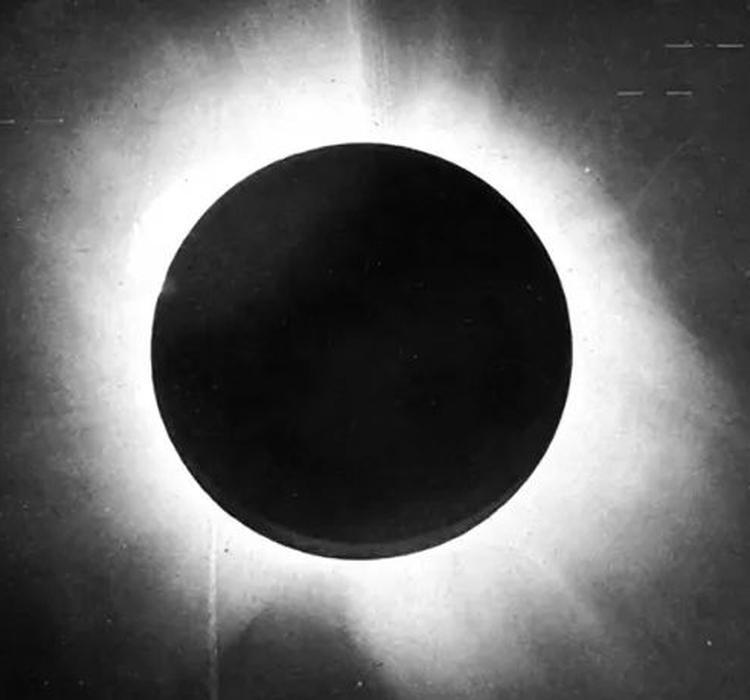 100年前的这次日食,首次验证了广义相对论