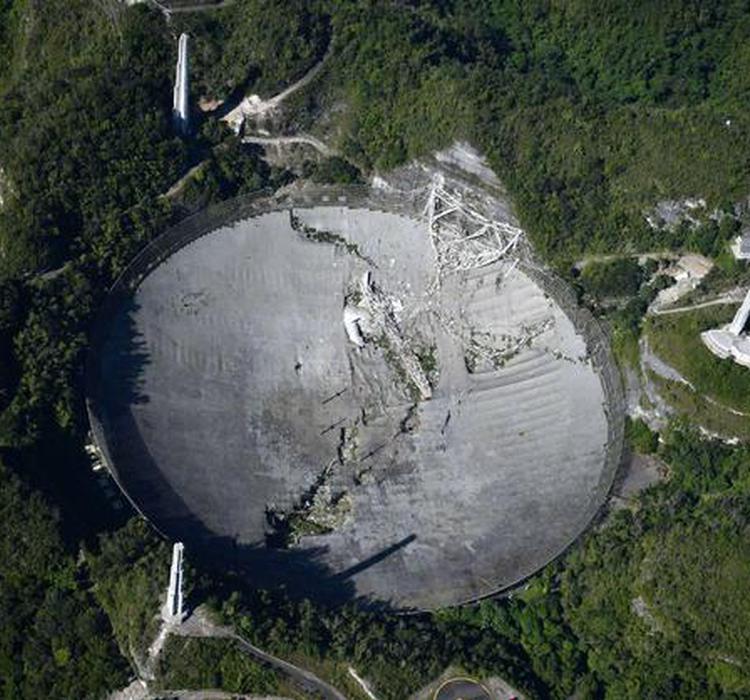 阿雷西博射电望远镜倒塌