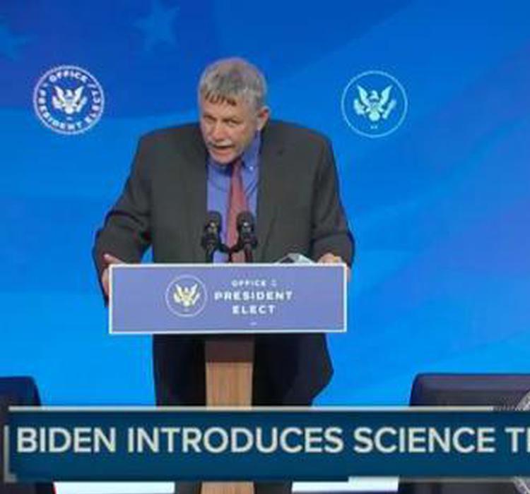 张锋的老板任白宫科学顾问,他是美国基础科学的救火队长吗?