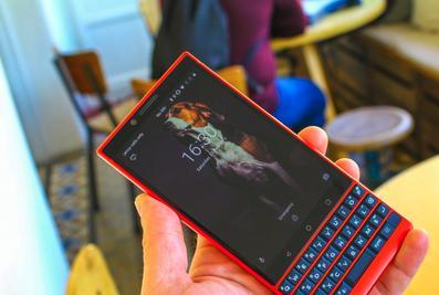 黑莓Key2红色特别版图赏