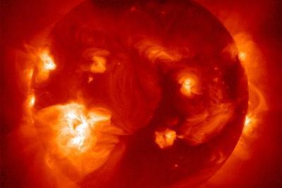 超强太阳风暴到达地球:可能引发停电但带来壮丽极光