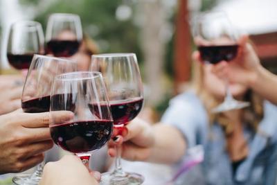 你喜欢喝酒吗?研究表明饮酒对身体构成四大危害