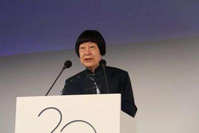 82岁中国老人获世界大奖 领奖时一开口就征服全场