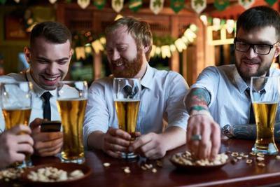 实力科普:一周饮用18杯酒精饮料 将缩短4-5年寿命