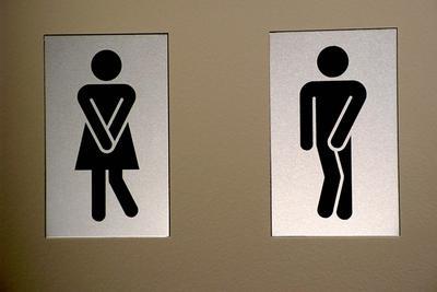 为什么女人蹲着尿男人站着尿?有一定的科学可循