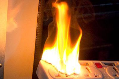 市民网购冰箱没用几天就自燃 异地维权有波折