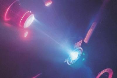 超离子冰诞生:源自行星内部 在华氏4725度下融化