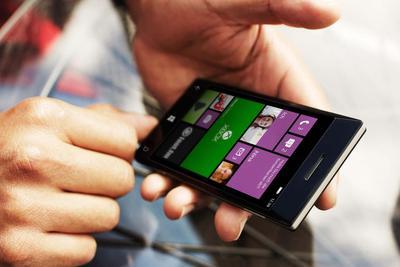 微软Surface Phone及仙女座OS运行游戏曝光