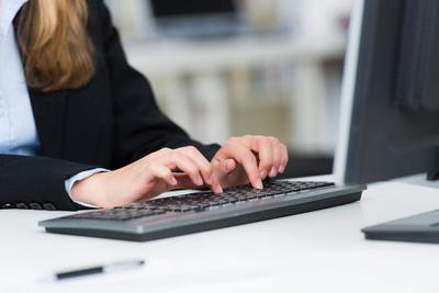 """键盘竟比马桶圈还脏?应及时清理防止病从""""手""""入"""