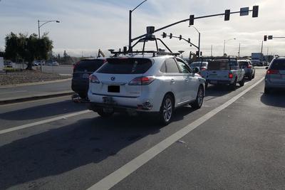 苹果继续研发无人驾驶:从Waymo挖来高级工程师
