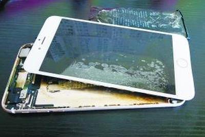 """iPhone再现爆炸门 辉煌过后苹果已遭遇""""中年危机"""""""