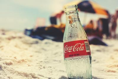 桌上迷你小冰箱:天热就要喝冰可乐
