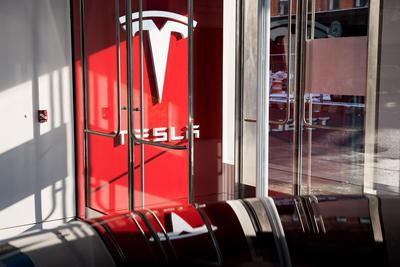 车主提起诉讼:特斯拉限制电池续航里程 存在欺诈_我要网赚