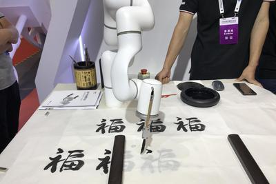 2018世界机器人大会:机器人正走进生活的各个角落