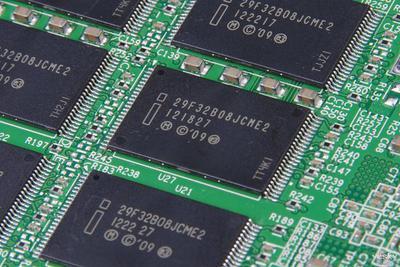 三星发布32GB DDR4 PC内存条:组建256G内存成真
