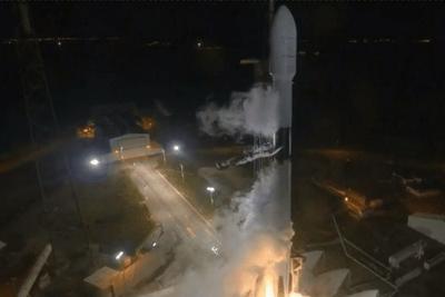 顶着恶劣天气 SpaceX发射了一枚重型猎鹰9号火箭