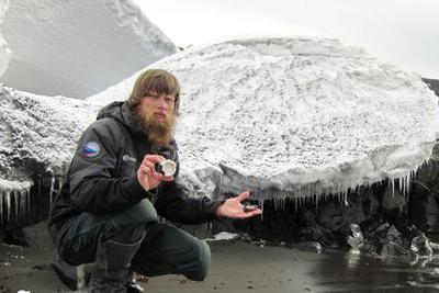 剧透有风险!南极科考队员捅伤队友 只因对方爱剧透