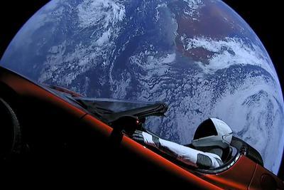 "SpaceX太空跑车搭载""星光侠""已穿越火星绕日轨道"