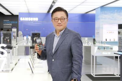 三星手机CEO承认陷入危机 欲通过折叠屏幕渡过难关