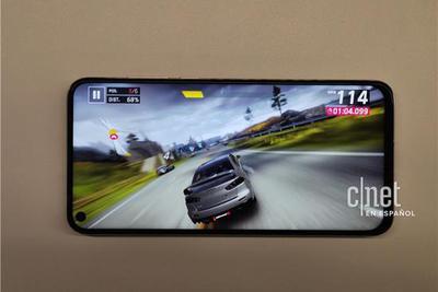 外媒上手华为nova 4真机:屏幕打孔 屏占比高达91.8%