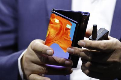 继三星Galaxy Fold后,华为Mate X 5G也进行重新设计